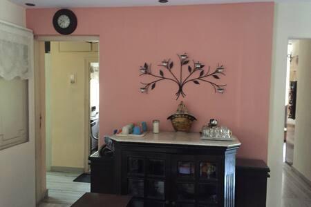 Ensuite large room for 2 in Khar - Mumbai - Wohnung