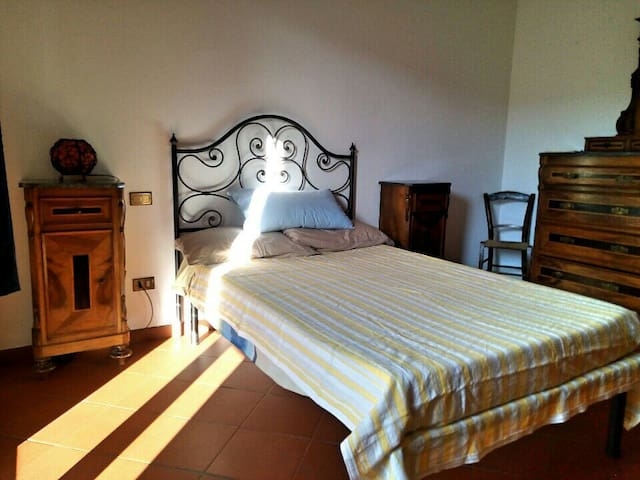 Rent room with private bath - Mercatale In Val di Pesa - Flat