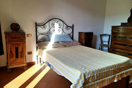 Rent room with private bath - Mercatale In Val di Pesa - Lägenhet