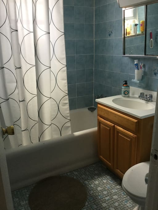 Clean and cozy bathroom