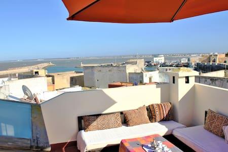 Bel Appartement au cœur de médina vue sur Port