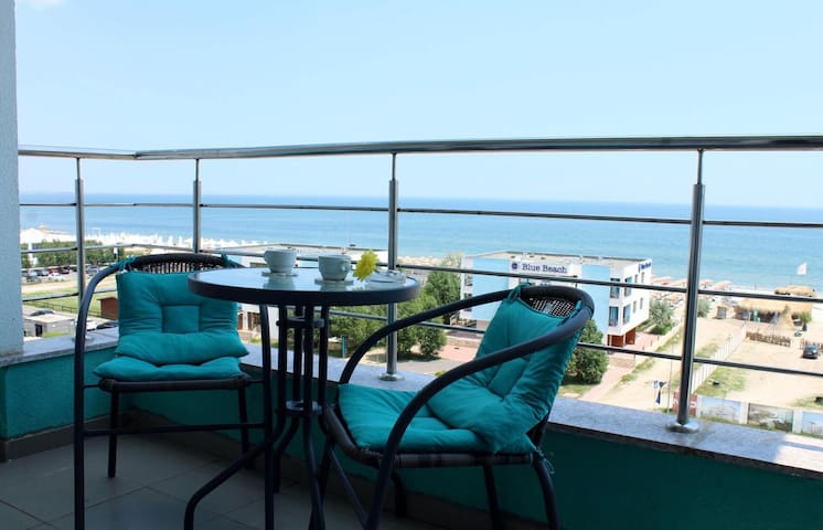Sea View Summerland Apartament