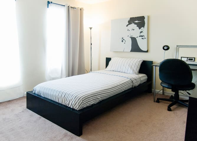 Room for 1 in Downtown Fremont