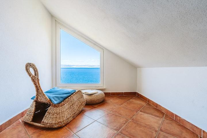 Charming sea view studio