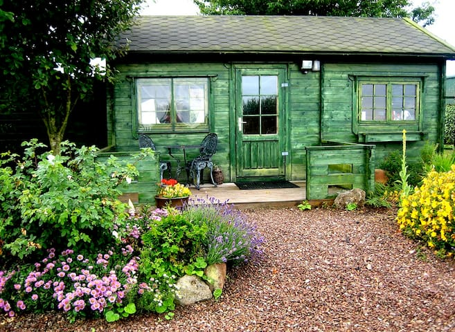 The Cabin - unique & cosy with stunning views - East Lothian - Cottage