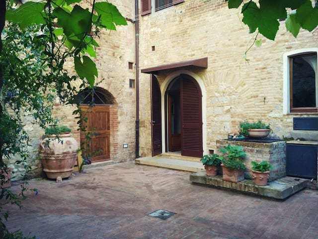 Beautiful House in the heart of San Gimignano