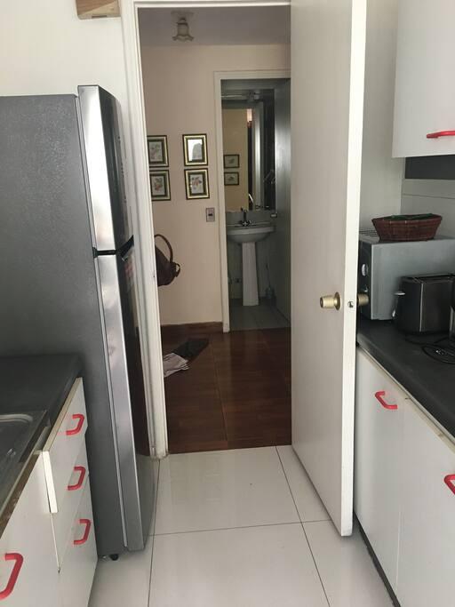 Refrigerador nuevo, microondas, tostador eléctrico