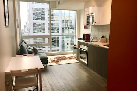 Modern Downtown Condo with Great Amenities! - Ottawa - Condomínio