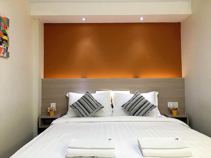 The Vibe Inn - Deluxe Queen Room