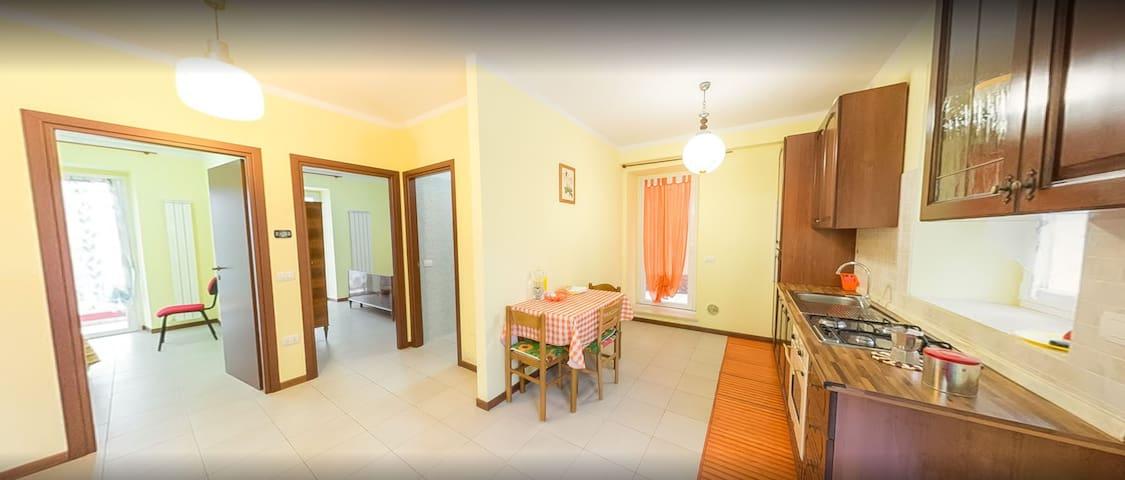 Intero appartamento in casolare ristrutturato - Borgaccio - Leilighet