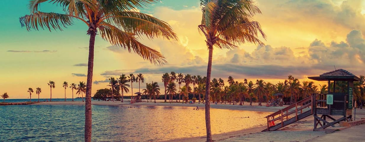 Amazing SOBE TownHouse few blks to beach :) - Майами-Бич - Дом
