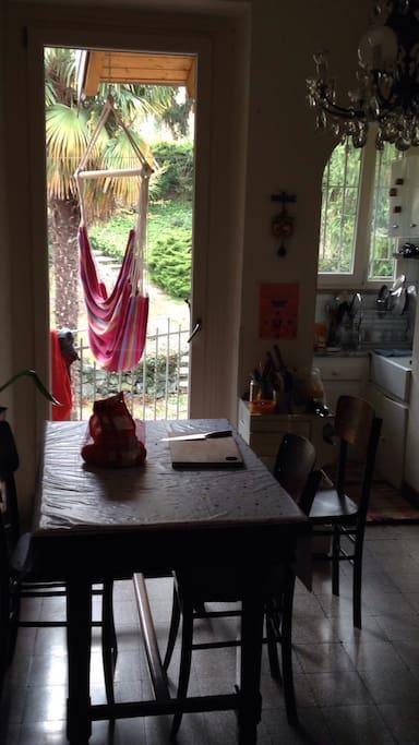 Questo è l'appartamento attualmente in affitto (le foto non sono del fotografo, quindi non si vede che è più bello dell'altro!)