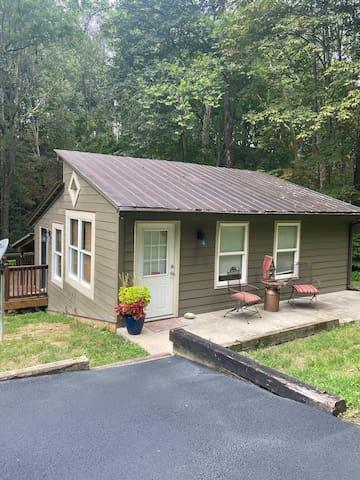 Cozy Cabin/guest house in Radford, near VT