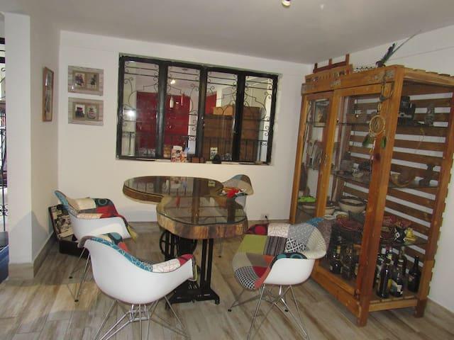 Cuarto de Huespedes/Chambre d'hôte dans une maison