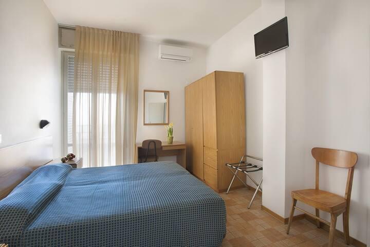 Stanza privata con bagno frontemare - Pesaro