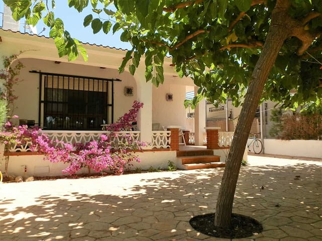 CASA PALOMETA,Ideal house for your holidays near the sea, free wifi, air conditioning, pets allowed, dog's beach.