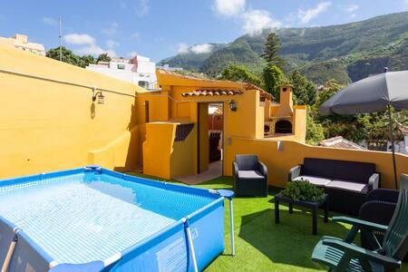 Chalet Casa Canaria con vistas, piscina y jacuzzi