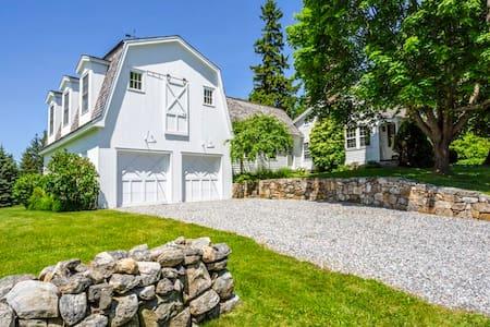 New: Luxury Farmhouse Escape on 14 Acres