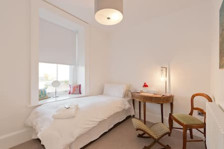 Luxurious Single Room near City Centre & Breakfast - Dublin