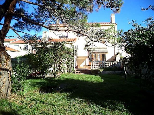 Le MYS : Belle chambre dans grande villa + jardin.