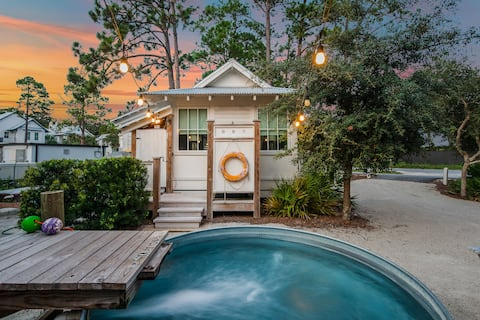 PRIVATE POOL, PRIME LOCATION- CHARMING Tiny House!