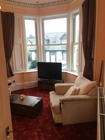 Spacious 1st floor flat close to town centre