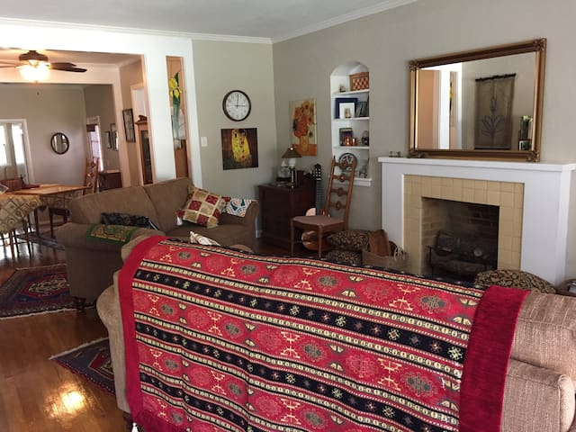 Crown Heights Cottage, entire home - Wichita - Bungalow