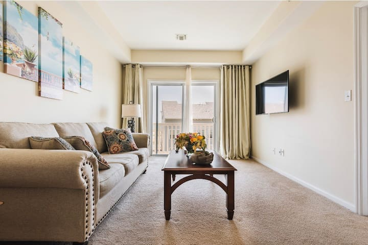 At the corner of Modern Luxury Avenue ans Ocean Front Beauty street you will find a hidden jem of this 3 bedroom duplex. Welcome to the Ocean Suite at the Arvene By The Sea.