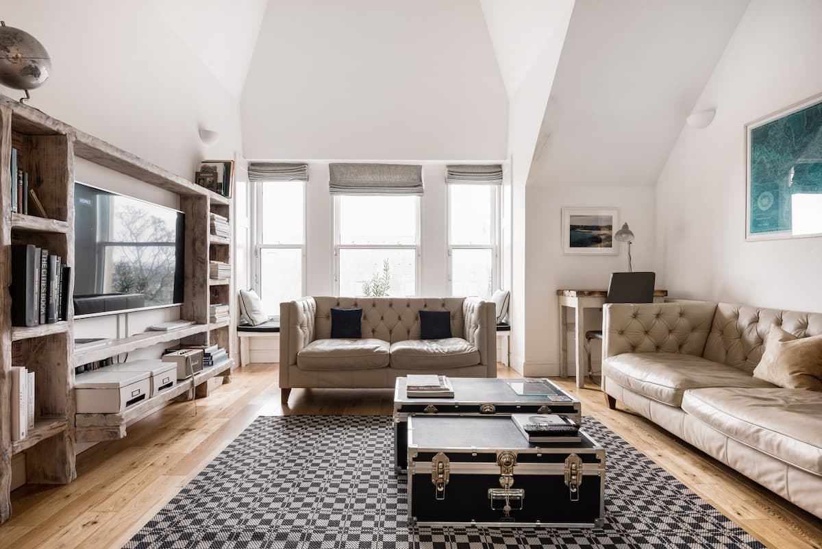 Chic and Renovated Flat in the Heart of the Trendy West End
