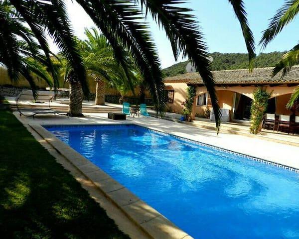 Gut ausgestattetes Ferienhaus - Es Carritxo - Hus