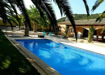 Gut ausgestattetes Ferienhaus - Es Carritxo - House