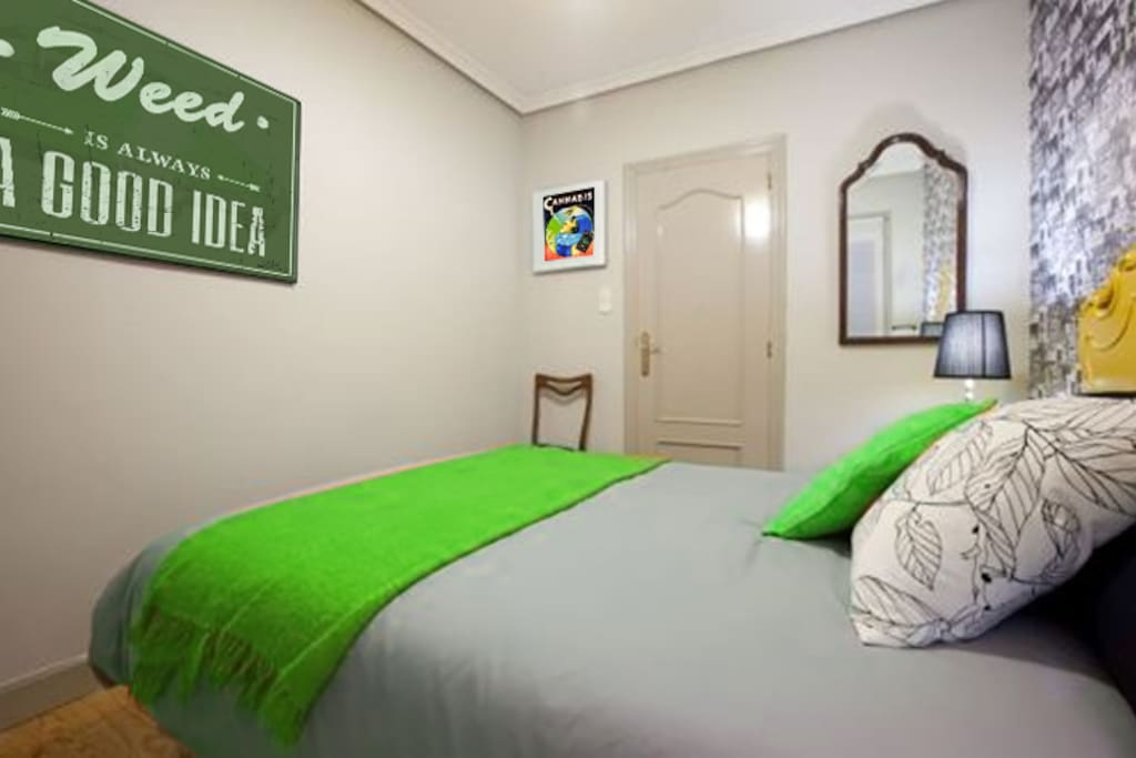 deluxe suite 420 cannabis friendly montevideo chambres d 39 h tes louer montevideo. Black Bedroom Furniture Sets. Home Design Ideas