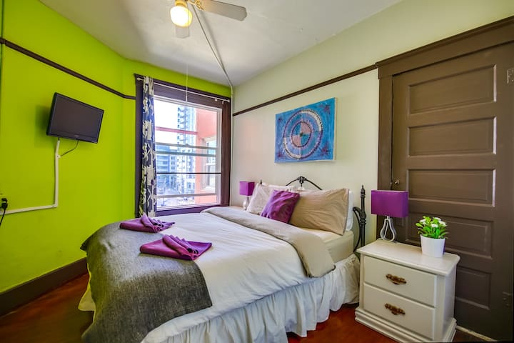 Private Room in fun, hip hostel - San Diego - Bed & Breakfast