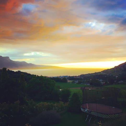 Montreux Jazzfest! Minutes to Lake Geneva! - Saint-Légier-La Chiésaz - Casa