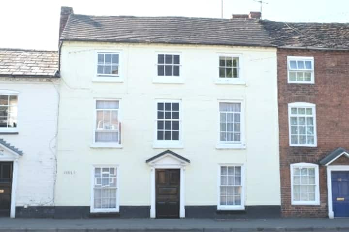 Central Stourport - rooms in listed Georgian home