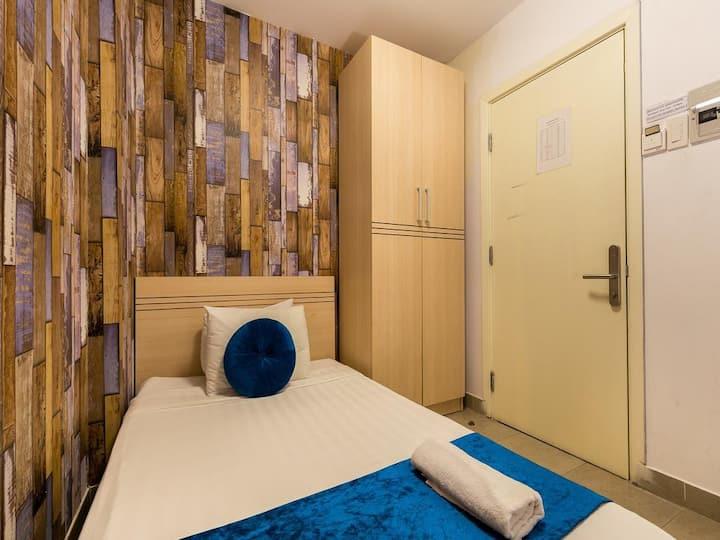 GALAXY HOTEL 1 bed, 269/19 De Tham, CENTER Dist 1.