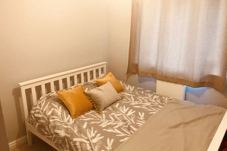 Lovely Double Room with Private Bathroom