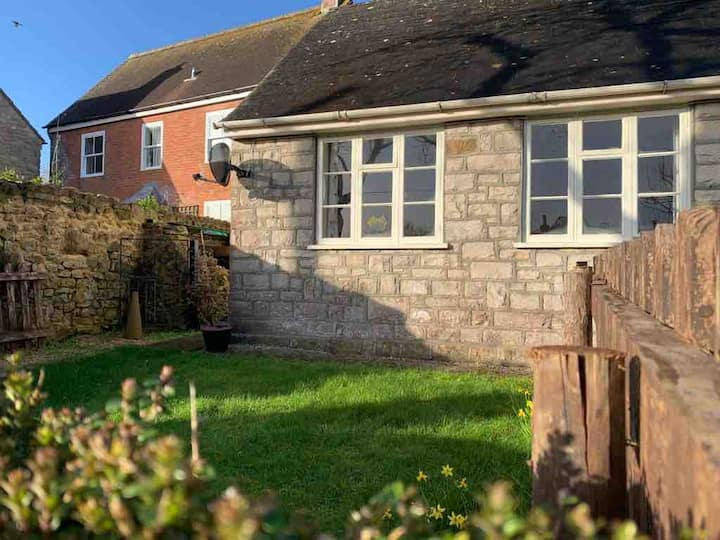 Quiet and spacious cottage in West Dorset