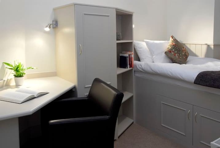 City Centre Single Room Hotel Haymarket Station