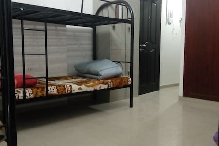 BEDSPACE NEAR BURJUMAN METRO STATION ON BANK St! - Dubaj - Apartament