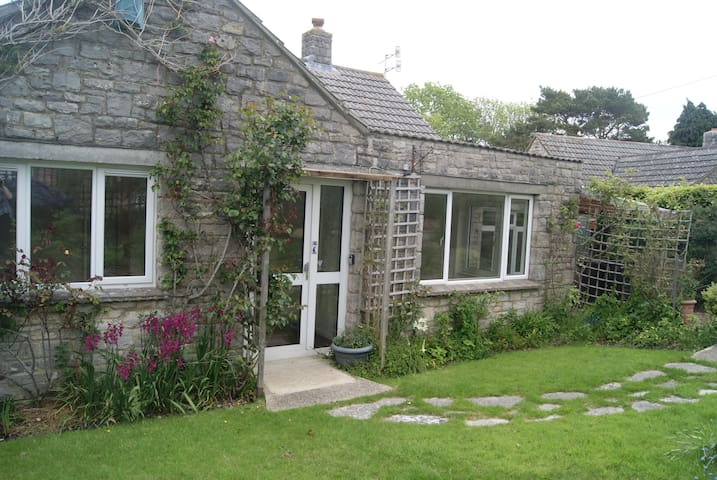 Delightful Bungalow, Sleeps 8 - Corfe Castle - Bungalow