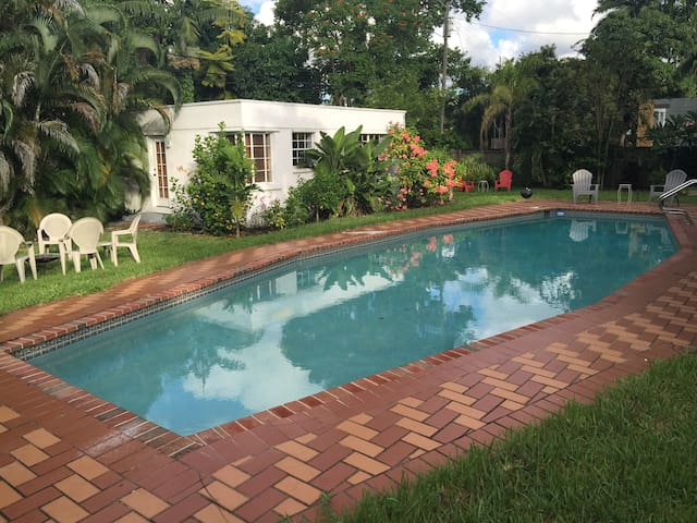 Guest cottage/pool/tropical yard - Miami Springs - Casa