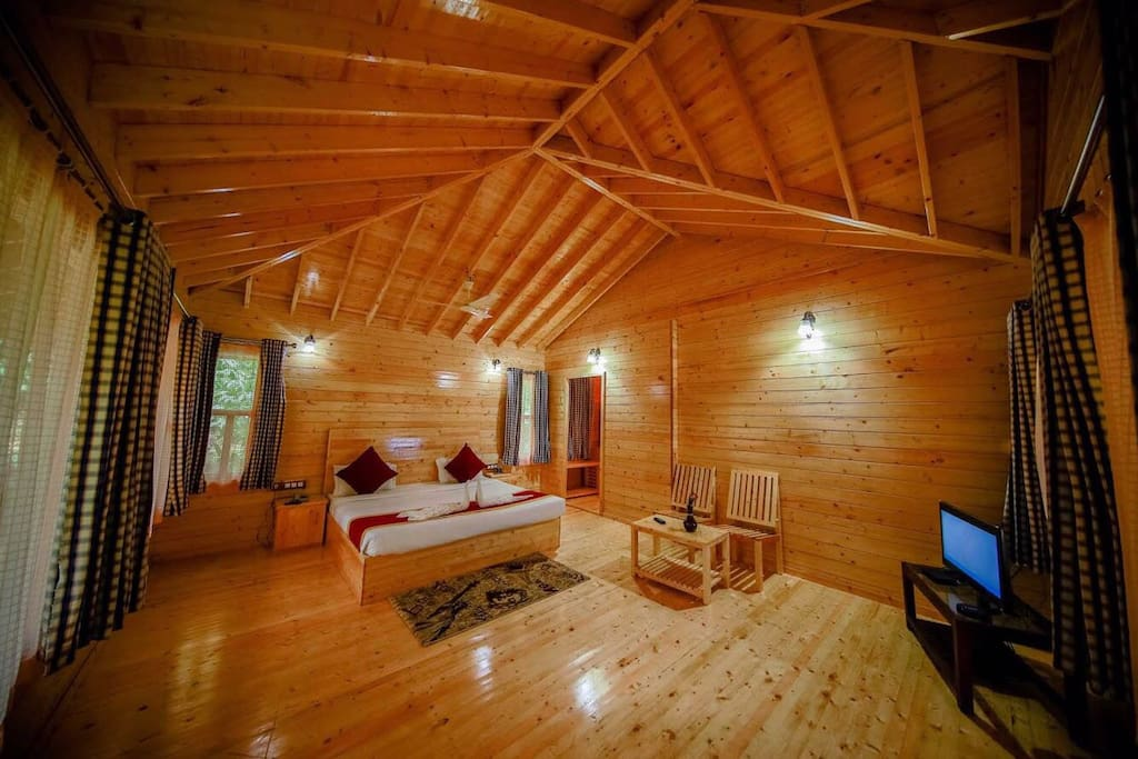 Well appointed bedroom with Cable television
