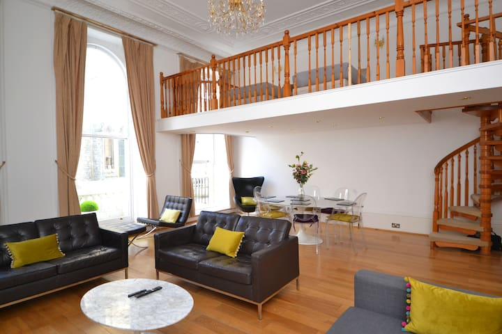 Large,Bright Apartment with Hyde Park Balcony view