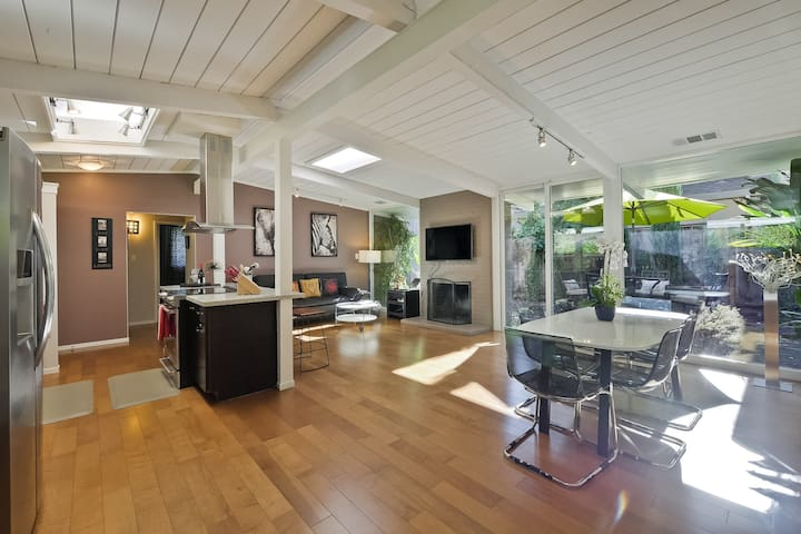 Modern 3bed 2bath house in Mt. View with A/C