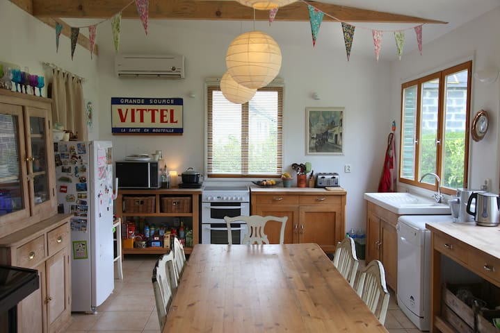 Light, Spacious & Fun Home! - Créquy - Hus