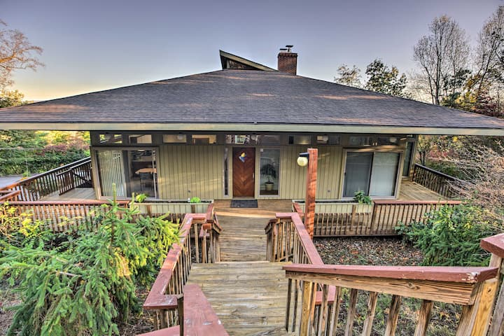 Home with Wraparound Deck + Blue Ridge Mtn Views!