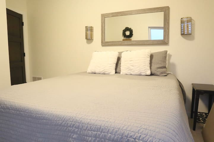 2nd bedroom, queen size bed. Located upstairs.