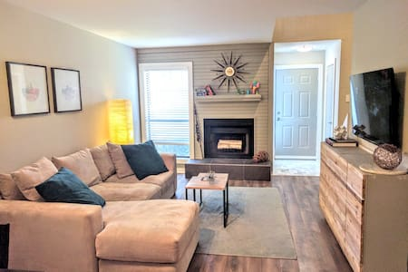 1 BR Townhouse in Walkable Lower Greenville - Dallas - Adosado