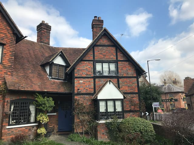 1900's Arts & Crafts Cottage in the Chilterns